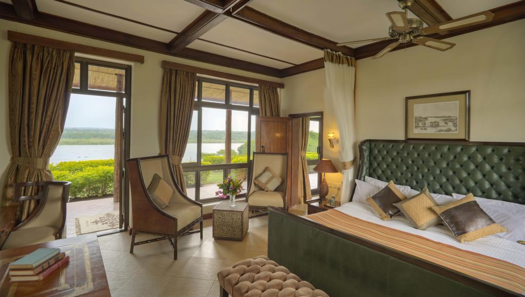 Paraa safari lodge in murchison falls